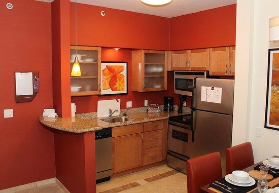 Sebring, Φλόριντα: Two-Bedroom Suite Kitchen