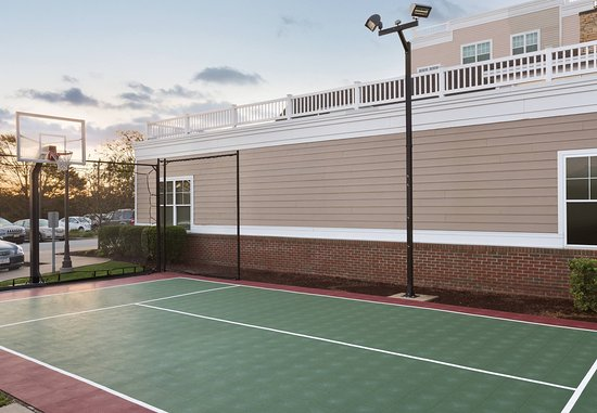 Middletown, RI: Sports Court
