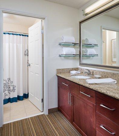 Poland, OH: Suite    Bathroom