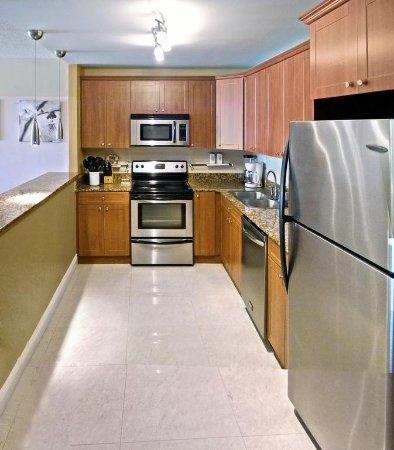 Sunny Isles Beach, FL: Kitchen