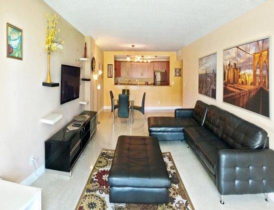 Sunny Isles Beach, FL: Living Room