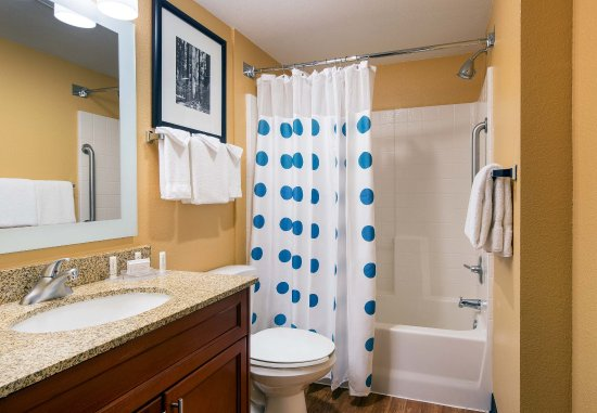 Milpitas, CA: One-Bedroom Suite Guest Bathroom