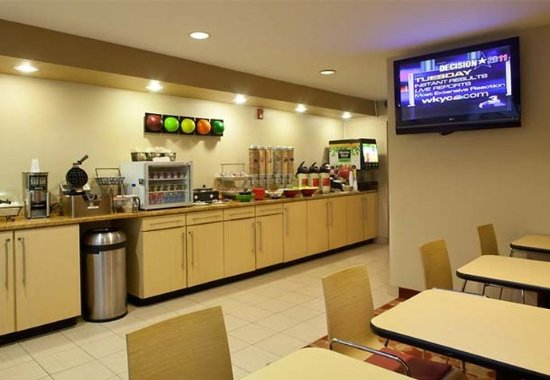 TownePlace Suites Cleveland Streetsboro: Breakfast Area