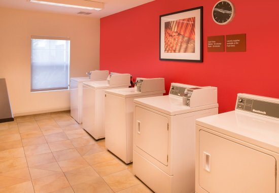 Thousand Oaks, CA: Guest Laundry