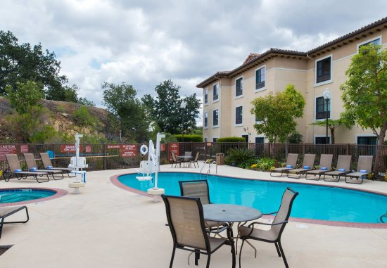 Thousand Oaks, CA: Outdoor Pool and Hot Tub