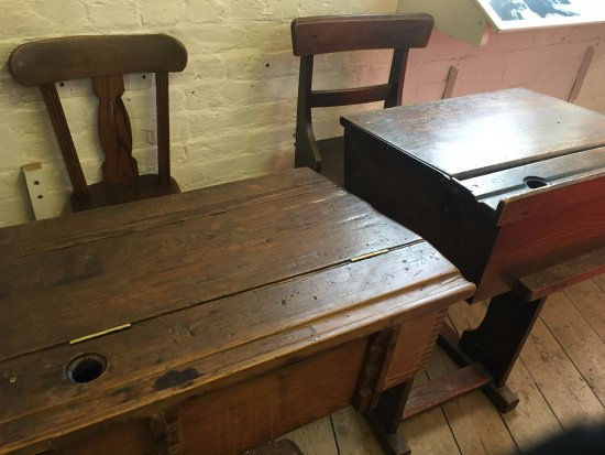 Ragged School Museum : Old style desks.