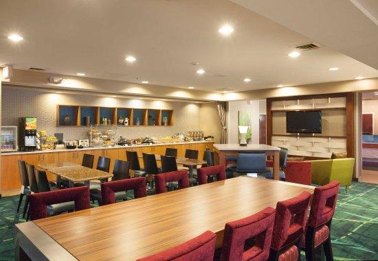 SpringHill Suites Phoenix Tempe/Airport: Breakfast Buffet