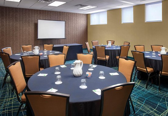 Willow Grove, PA: Meeting Room    Social Setup