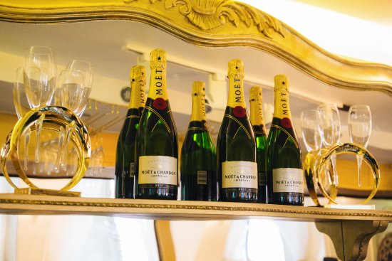 Mo t chandon champagne bar royal albert hall london for Door 12 royal albert hall