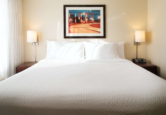 Eden Prairie, Minnesota: Hospitality Suite - Bedroom