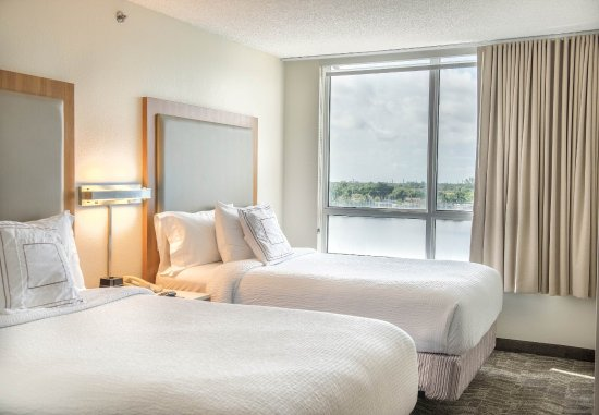 SpringHill Suites Miami Airport South: Double/Double Suite - Lake View