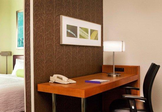 Peabody, MA: Suite Work Area