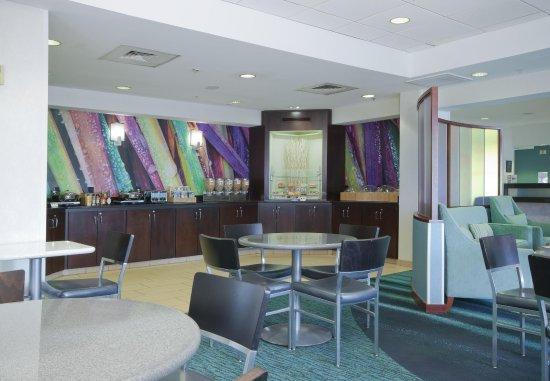Walker, MI: Breakfast Buffet & Dining Area