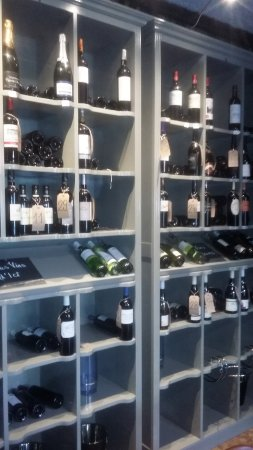 Gensac, França: Check out the wine list