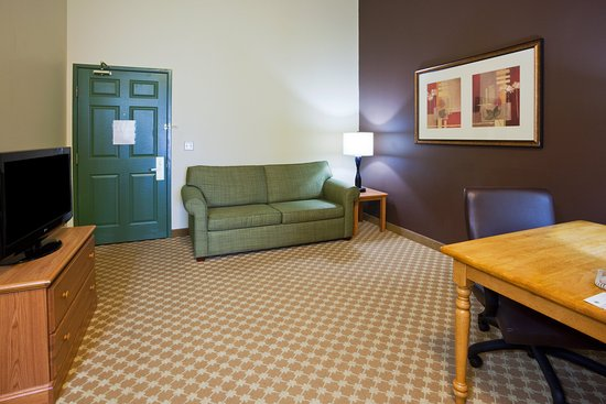 CountryInn&Suites Watertown Suite