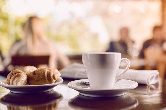 Олимпик-Вэллей, Калифорния: RSC_SweetPotatoes_coffee_croissant
