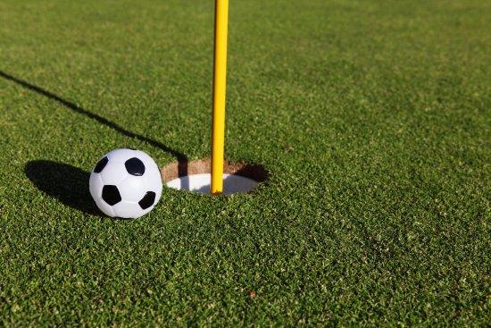 Олимпик-Вэллей, Калифорния: Footgolf is a fun mixture of soccer and golf. Better enjoyed with a beer.