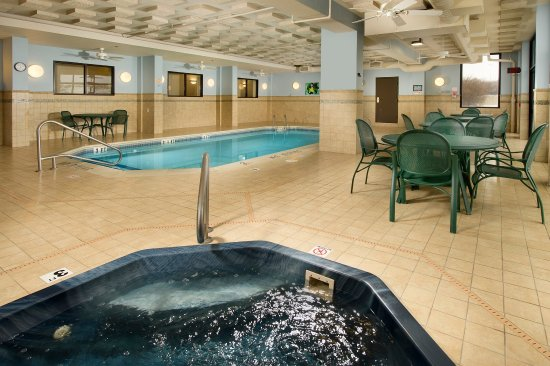 Saint Peters, MO: Indoor Pool & Whirlpool