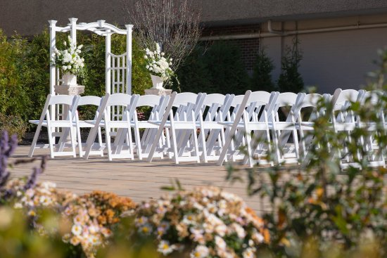 East Windsor, Nueva Jersey: Outdoor Wedding Ceremonies at the Windsor Ballroom NJ Venue