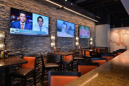 La Mirada, CA: Sports Bar