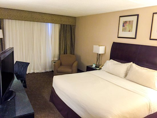 Carle Place, État de New York : Get comfortable in our plush Standard King Guest Room