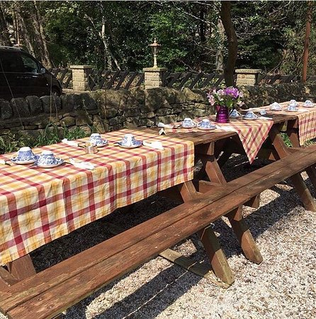 Hathersage, UK: Ready for a Hen Party in Cintra's garden