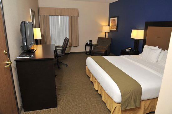 Ashland, OH: King Bed Guest Room