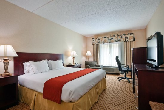 Harriman, TN: King Bed Guest Room. Rest and relax after a long day.