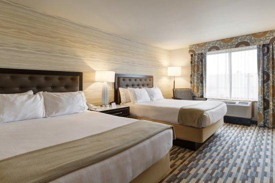 Warwick, RI: Two Queen Bed Guest Room