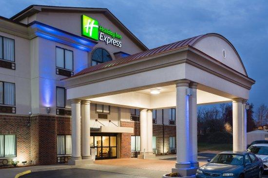 Holiday Inn Express Princeton / I-77: Hotel Exterior