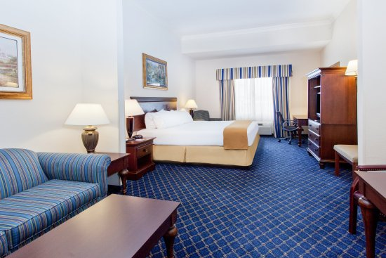 Douglas, GA: King Bed Suite
