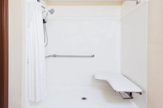 Douglas, GA: ADA/Handicapped accessible Guest Bathroom with roll-in shower