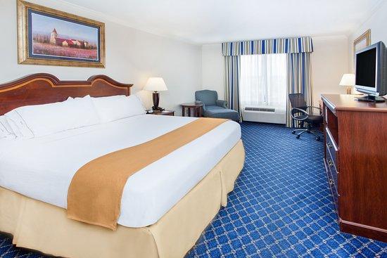 Douglas, GA: King Guest Room