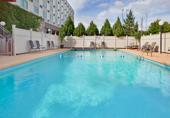 Swimming Pool at the Holiday Inn Manhattan At The Campus