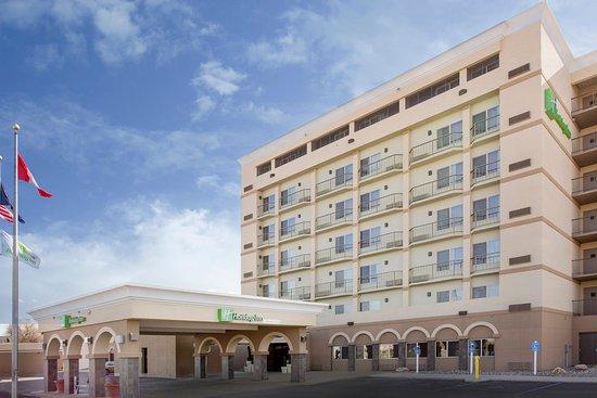 Holiday Inn Riverside- Minot