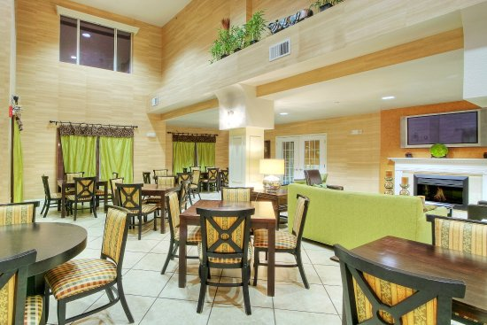 Holiday Inn Express Hotel & Suites Tucumcari: Breakfast Area