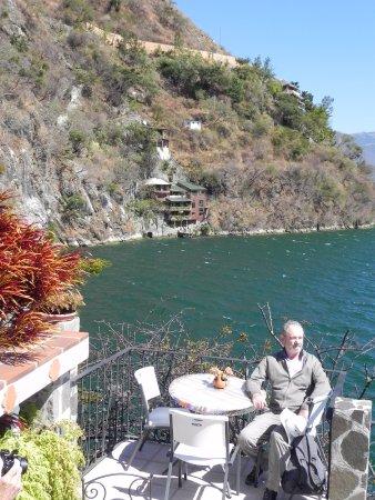 La Casa del Mundo Hotel: Relaxing at Casa del Mundo Terrace