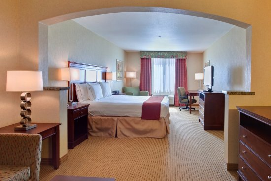 Holiday Inn Express Hotel & Suites Porterville: King Suite Guest Room - Holiday Inn Express & Suites : Porterville