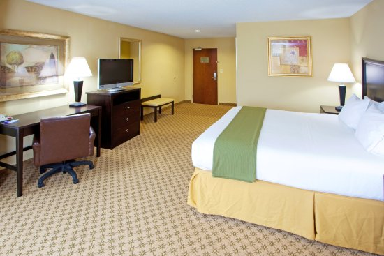Chestertown, MD : Our standard room with one king beds includes free internet