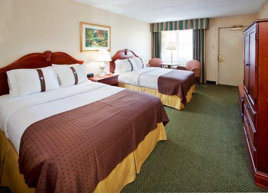 Eureka, Μιζούρι: Two Queen Bed Balcony Guestroom