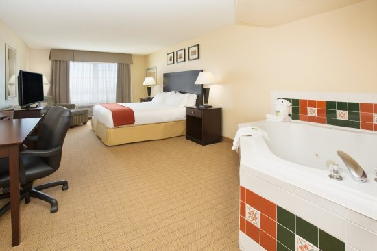 Holiday Inn Express Hotel & Suites: Denver Tech Center: King Suite with jetted tub