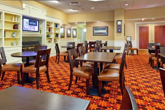 Springfield, VT: Breakfast Area