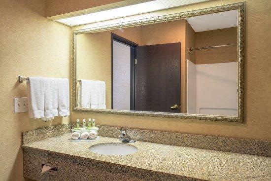 Layton, UT: Suite Bathroom