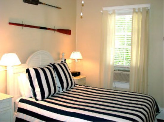 Ambrosia Key West Tropical Lodging : Captainbed