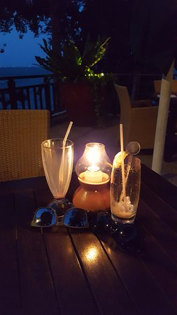 Banyan Tree Bintan: Lovely candlelight drinks at the TreeTops restaurant