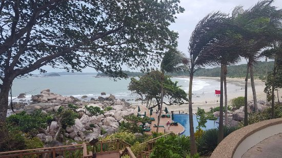 Banyan Tree Bintan: The cove - great for chill outs poolside with view of the sandy beach