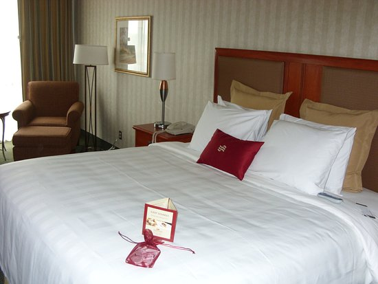 เลเนซา, แคนซัส: Crowne Plaza Kansas City - Overland Park King Guest Room