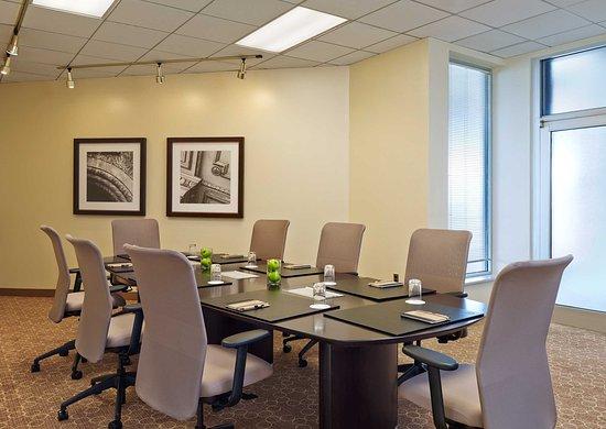 Novi, MI : Boardroom