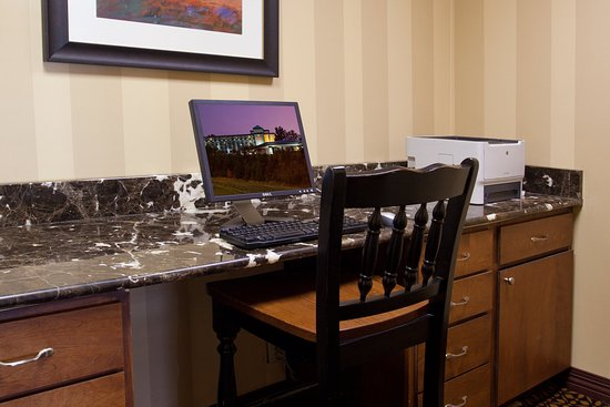 Independence, OH: Crowne Plaza 24 hour access Business Center