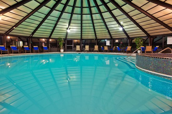 Independence, OH: Swimming Pool at Crowne Plaza Cleveland South